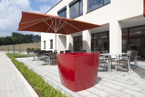 pflanzbank kunststoff rubinrot f r verschieden dekorationsm glichkeiten. Black Bedroom Furniture Sets. Home Design Ideas