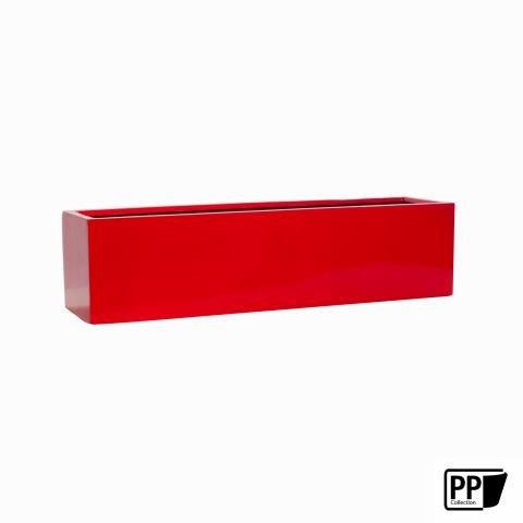 Glänzender roter Blumenkasten aus Fiberstone hergestellt für den ...